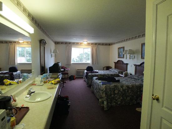 Lighthouse Inn: Spacious room