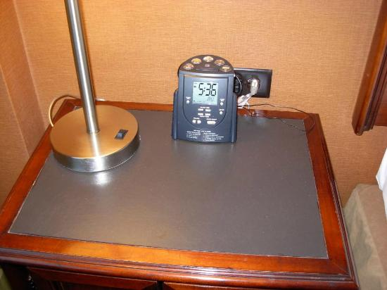 Embassy Suites by Hilton Parsippany: The classic Hilton clock radio