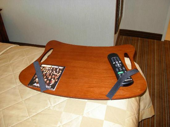 Embassy Suites by Hilton Parsippany: TV Tray