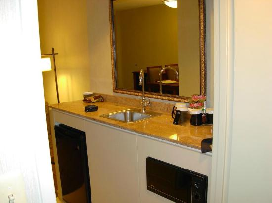 Embassy Suites by Hilton Parsippany: Another view of bathroom