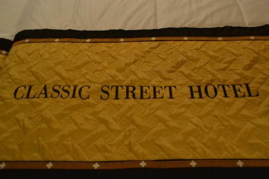 Classic Street Hotel: Bedsheet