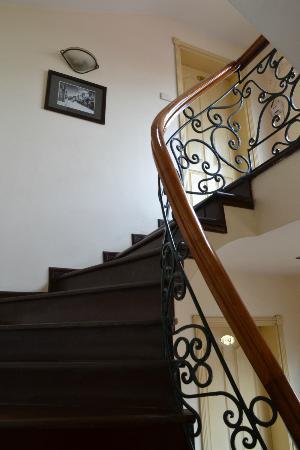 Classic Street Hotel: Stairwell