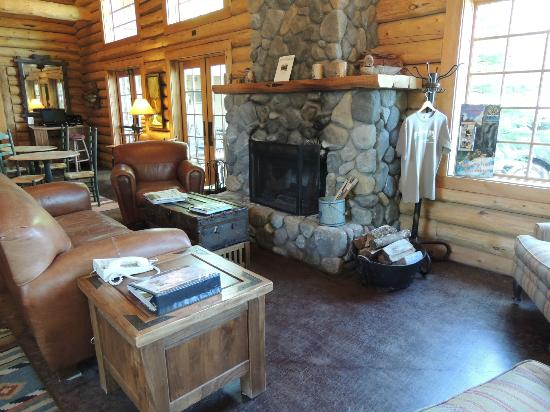 The Lodge at Riverside: Fireplace in the lobby