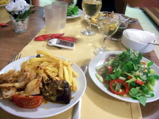 Eken Resort Hotel: kolacja