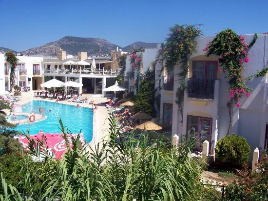 Eken Resort Hotel: widok z pokoju na sąsiedni hotel
