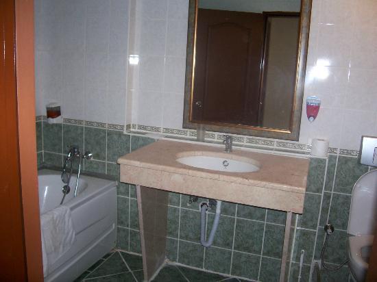 Eken Resort Hotel: łazienka