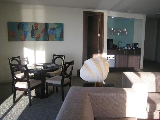 Hotel Coral & Marina : Another view of artwork in common area