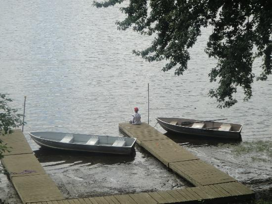 The Elms Waterfront Cottages: Dock fishing