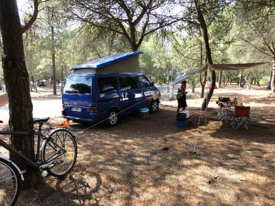 le camping ombragé de lisbonne - bild von lisboa camping & bungalows