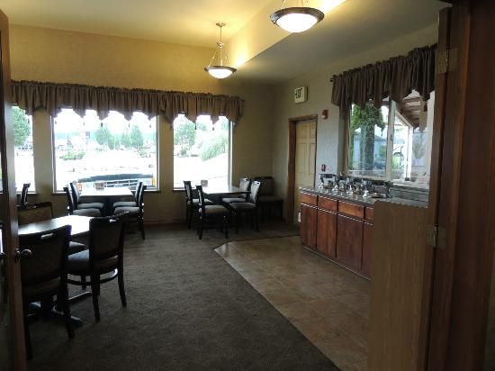 Best Western Holiday Hotel: Breakfast area