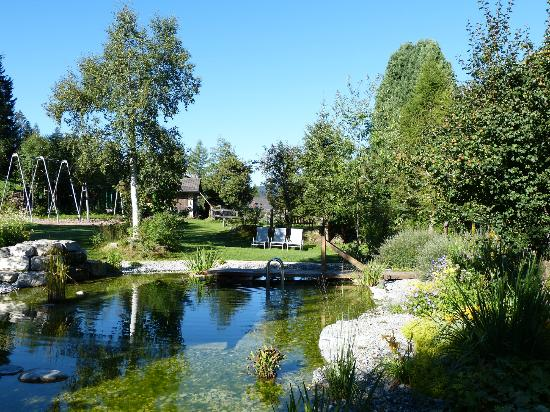 Romantik Hotel Hornberg: Gardens with natural swimming pool