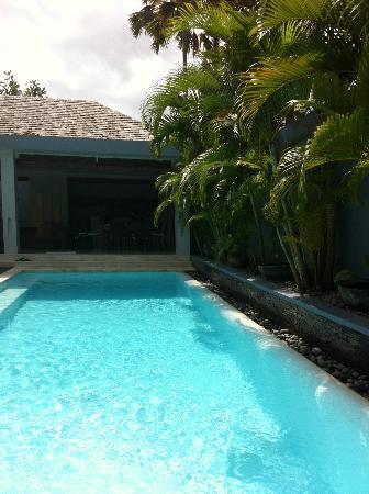 Kembali Villas: Pool area