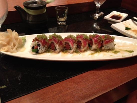 Nikai Sushi: yummy nitro roll!!