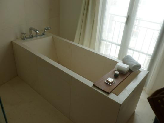 Le Metropolitan, a Tribute Portfolio Hotel: lovely bath