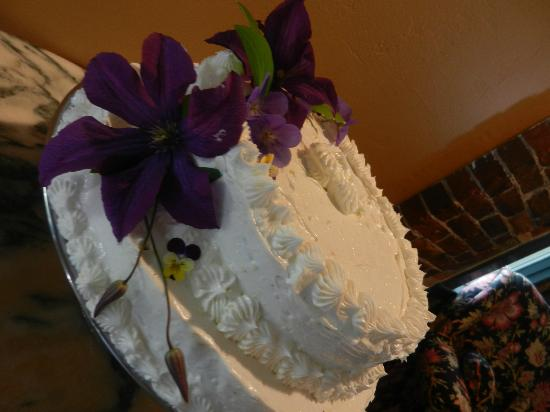 The Parker House Inn and Restaurant: Wedding Cake