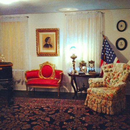Clara Barton National Historic Site: Clara Barton Sitting Room