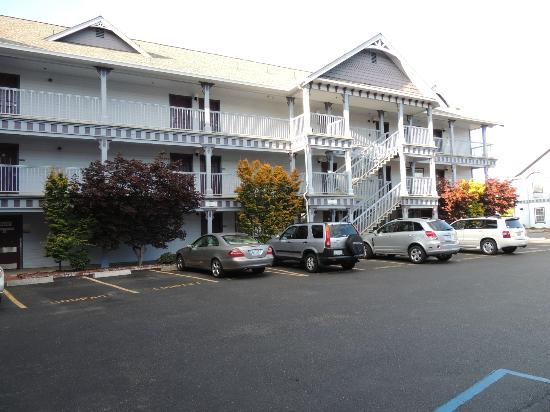 ‪‪BEST WESTERN PLUS Bayshore Inn‬: Front view of hotel‬
