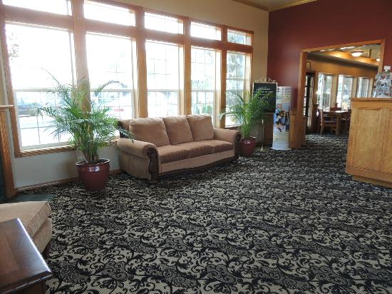Best Western Plus Bayshore Inn: Lobby