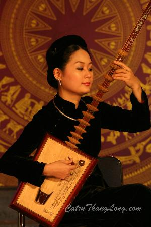 Ca Tru Thang Long: World Master Pham Thi Hue with Day instrument