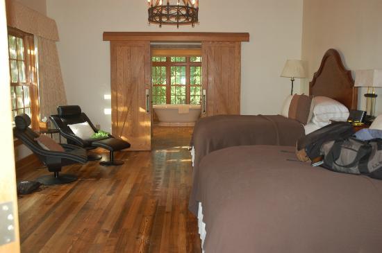Primland: Cardinal E: bedroom