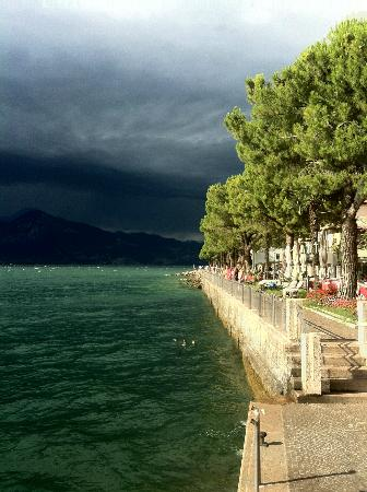 Pagus Wine Tours : Garda waterfront