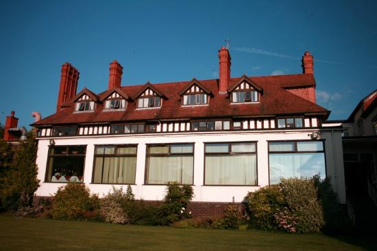 Bryn Howel Hotel: the dining room at the rear of the hotel