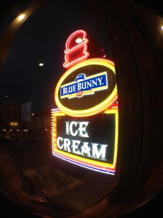 Blue Bunny Ice Cream Parlor: yum