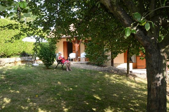La Colline de Pechauriol : chambre vue du jardin