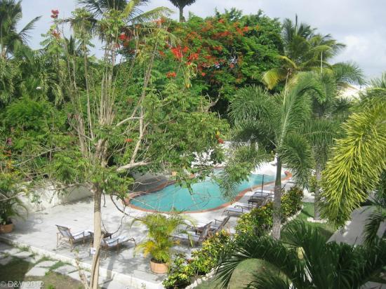 بوكانير بيتش كلوب: From balcony looking at pool 