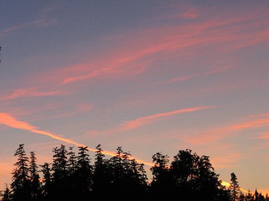 Kingfisher Oceanside Resort and Spa: sunset