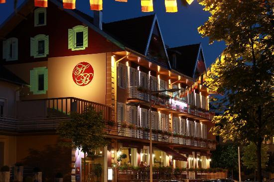 Hotel Des Bains : Façade Nuit