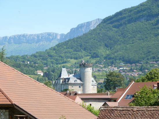 Lake Annecy Tourist Office: Duingt from the bike path