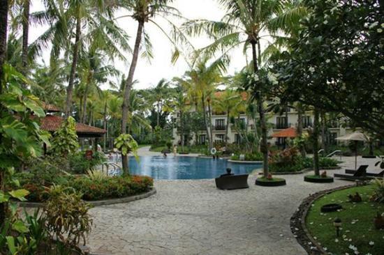Sheraton Lampung Hotel: Pool area