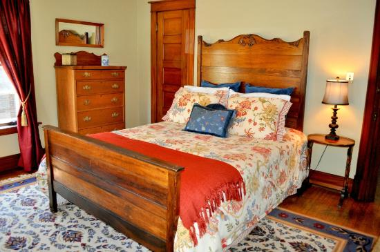 Park Place Bed and Breakfast: Marshall Room Queen bed