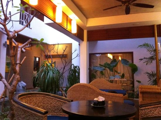 Frangipani Villa-60s Hotel: lobby
