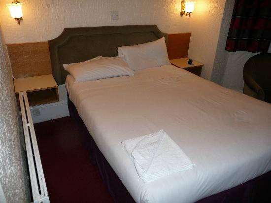 โรงแรมแครนบรู๊ค: Bedroom