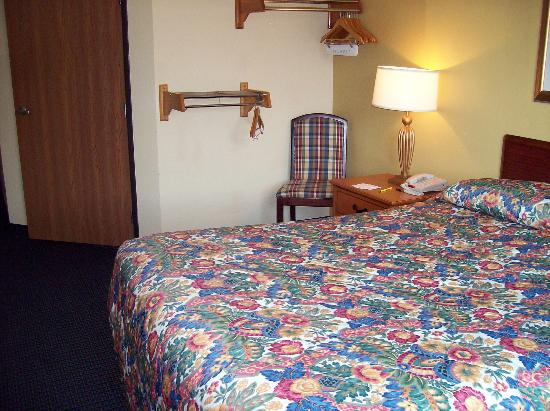 Super 8 Mt. Pleasant: Accessible room