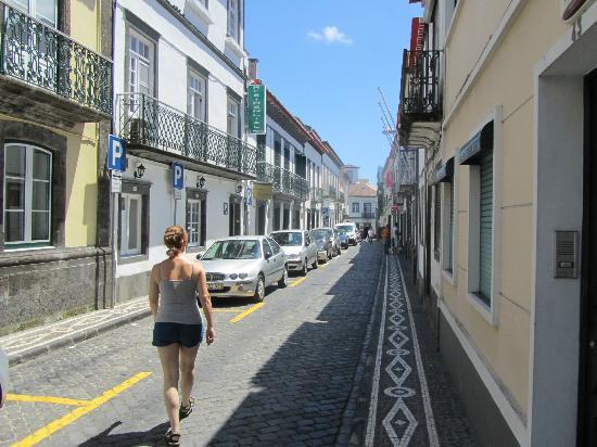 Comfort Inn Ponta Delgada: street outside hotel