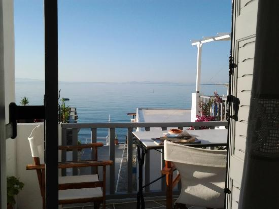 Akrogiali Pension: panorama dal balcone della mia camera.