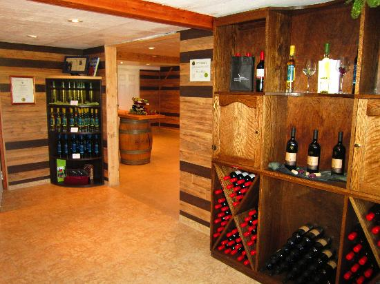 Between the Lines Winery: Boutique