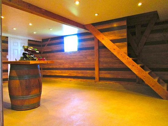 Between the Lines Winery: Tasting Room