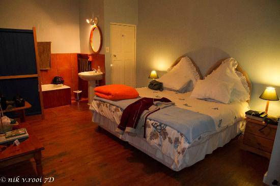 Koo Karoo Guest Lodge: Spacious double bed