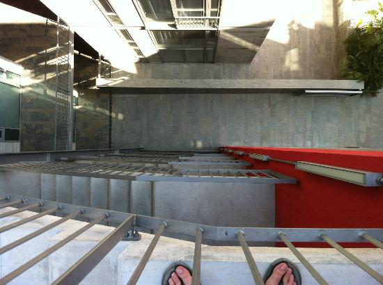 La Republica Apartments: Stairwell from roof