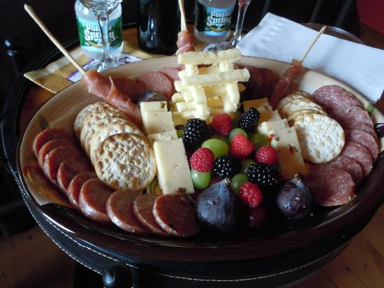 Cedar House on Sound B&B: anniversary platter <3