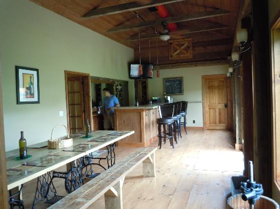 Cedar House on Sound B&B: lounge/bar/tasting area...which is also right outside our room