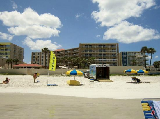 Holiday Inn Hotel & Suites Daytona Beach: Hotel view from beach