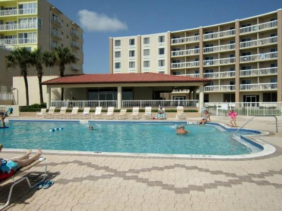 Holiday Inn & Suites Daytona Beach on the Ocean: Hotel pool