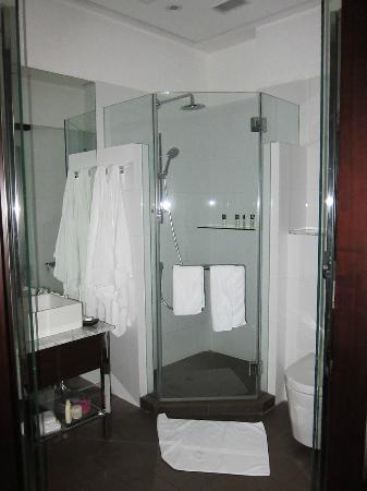 Butterfly On Morrison: Bathroom