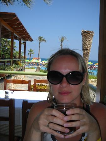 Eri Beach & Village: В ресторане на веранде, потрясающий вид на море!