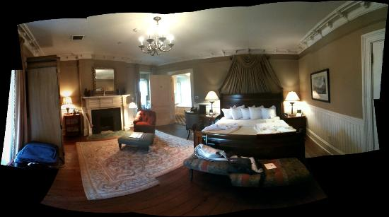 Wentworth Mansion: A panoramic shot of room 19